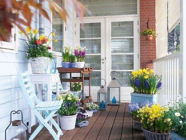 Как красиво оформить лоджию цветами